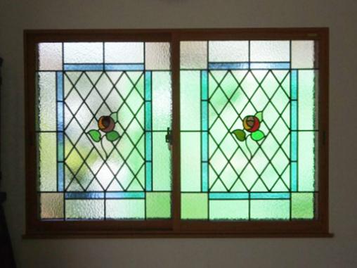 内窓にステンドグラスでオシャレな空間に!