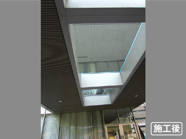 エントランス屋根のガラス修理