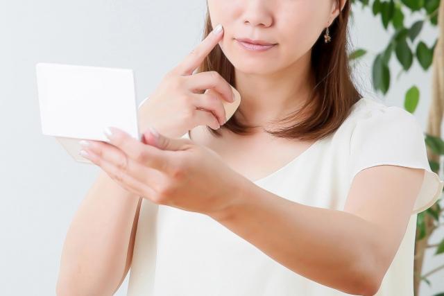 肌の「光老化」対策にも合わせガラスが効果的です!
