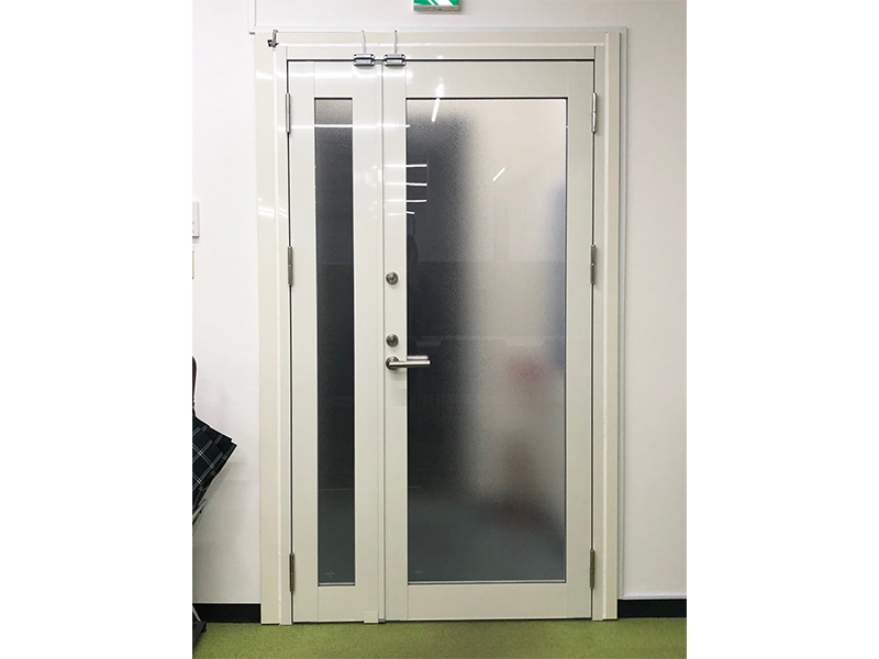 オフィスのドアをまるごと交換!~カバー工法~