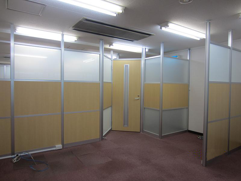 店舗のパーテーション取り付け(横浜市緑区長津田)