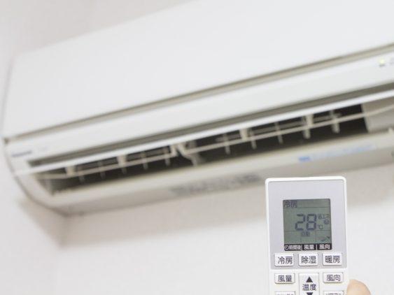 夏のエアコン電気代「つけっぱなし」vs「こまめに止める」どっちがお得!?