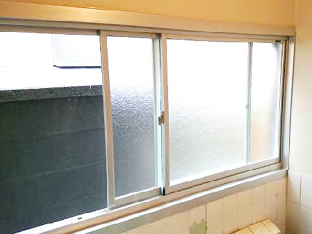 事例紹介ページに「動かなくなった木製窓をアルミサッシに交換!」を追加しました。