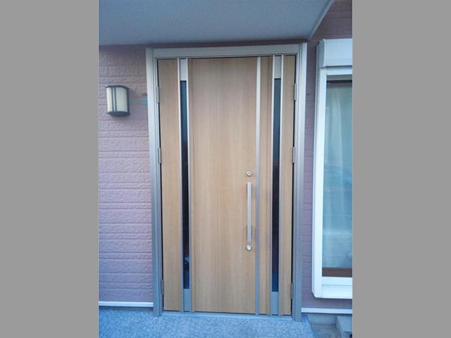 鍵が壊れた玄関ドアの交換(横浜市)