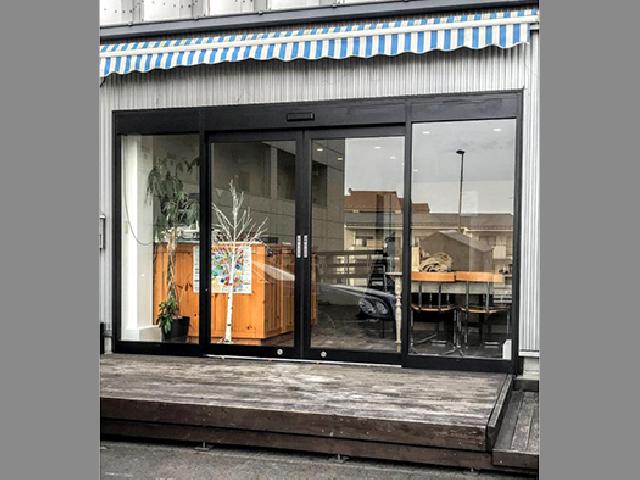 店舗のドアが1日で自動ドアに!