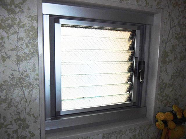 開けづらい窓を開けやすく!窓まるごと交換(東京都港区)