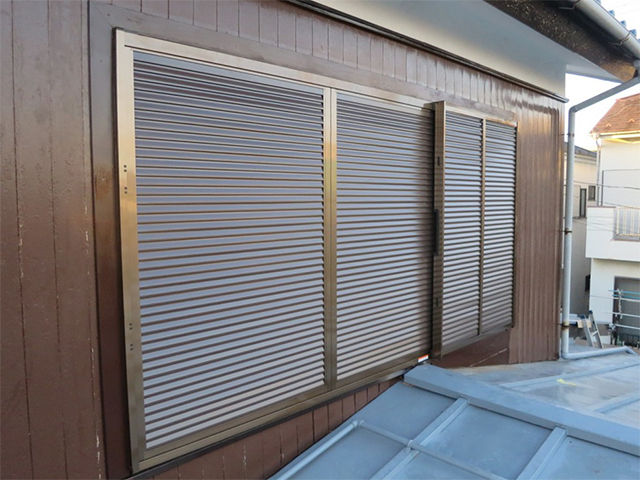 台風で壊れた木製雨戸を交換!(横浜市港北区)