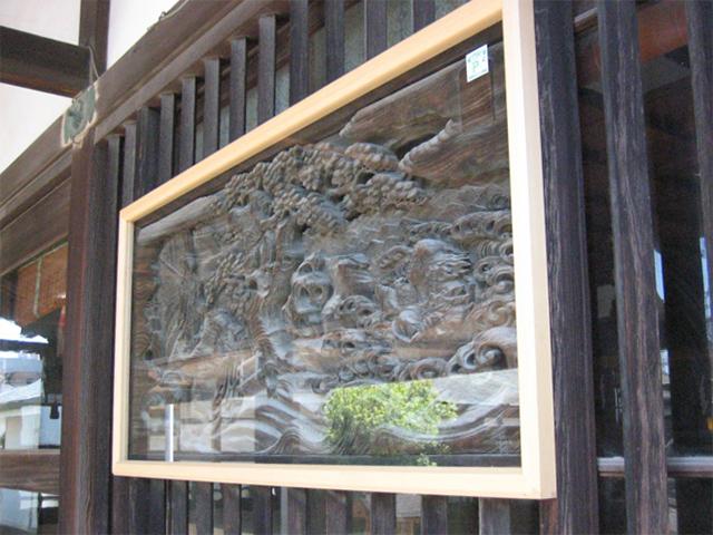 歴史ある神社の彫刻をガラス枠で保護!(川崎市多摩区)