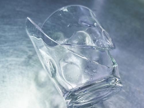 1勝手にガラスが割れる
