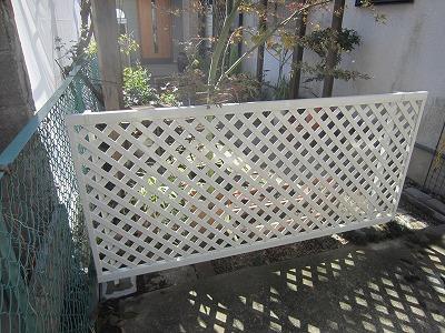 傷んだ木製フェンスをアルミ製フェンスに交換!
