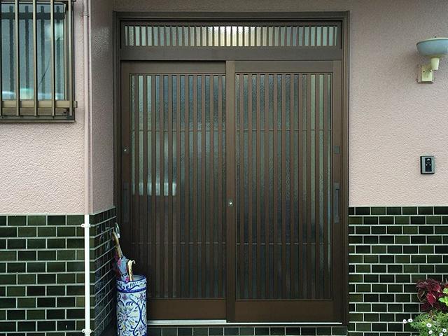 事例紹介に「玄関引戸のリフォームで歪みを解消!」を追加しました。