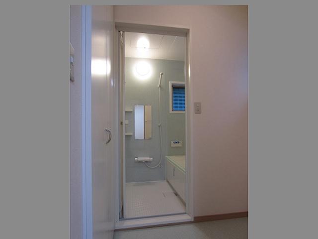 浴室ドアリフォーム交換の費用相場や交換方法は?