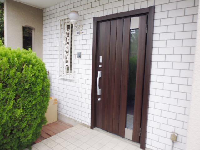 古くなった木製玄関ドアを交換!(神奈川県横浜市旭区)
