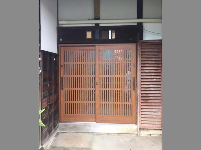 曽祖父の代から現在まで。築90年を経過する玄関ドアの交換。(川崎市多摩区)
