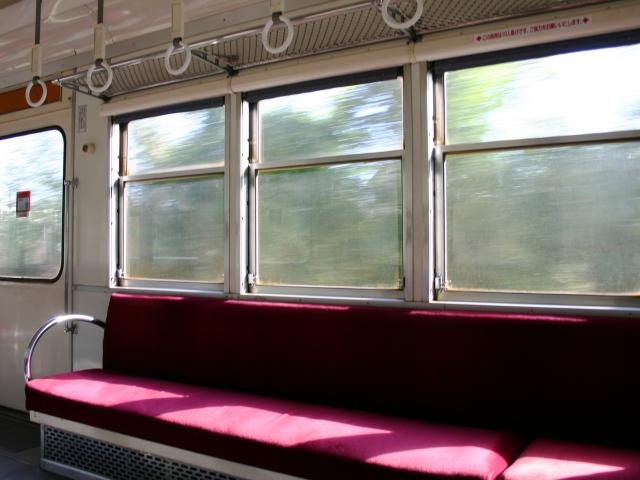 電車の窓ガラスが液晶に!?