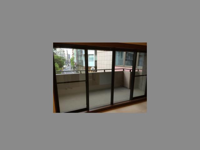 網入りガラスから「網なしの防火ガラス」にして、視界すっきり!(東京都文京区)