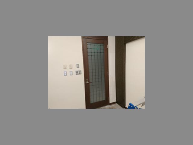 ホテルの会議室ドアのガラス交換