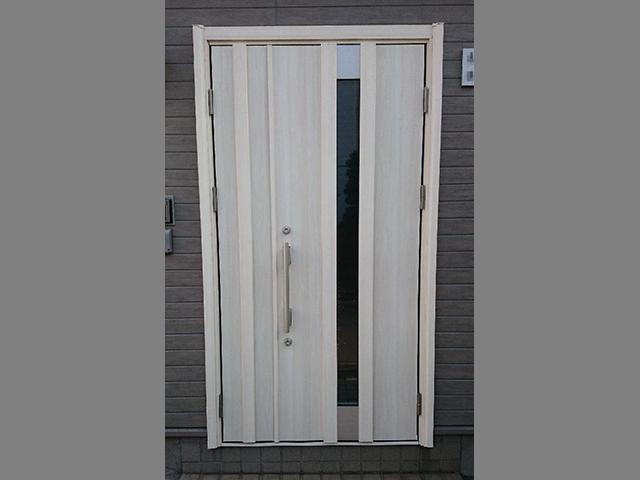 新しいデザインの玄関ドアにリフォーム!(大田区)