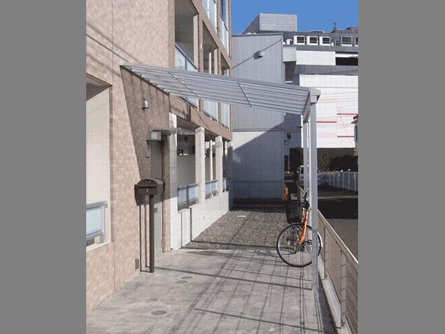 車椅子でも楽々!玄関先に雨除けのひさし(横浜市戸塚区)