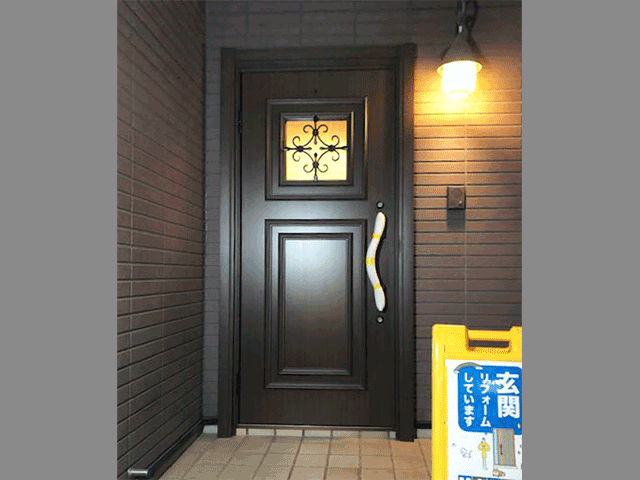 木製玄関ドアを断熱性の高い玄関ドアに!(神奈川県川崎市)