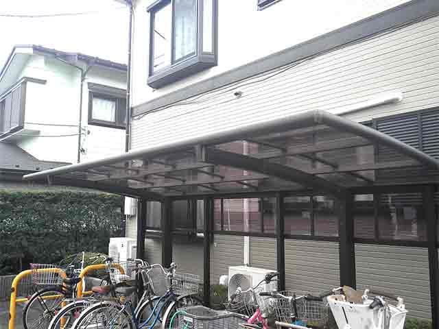 自転車置き場の屋根が割れた!屋根の交換修理