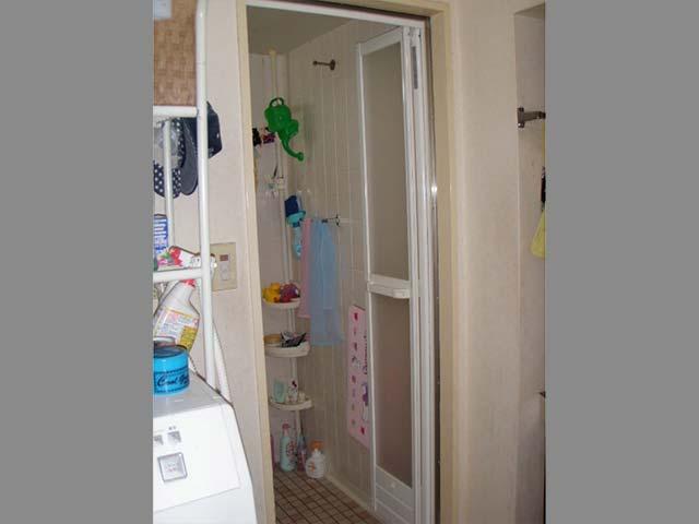 浴室ドア施工後