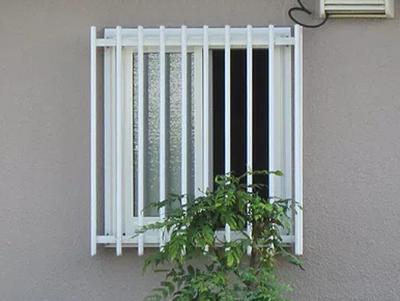 ルーバー窓をリフォーム!洗面所の寒さを解決!