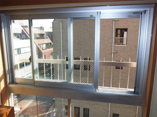 小窓をなくして断熱性アップ!窓のカバー工法(東京都港区)
