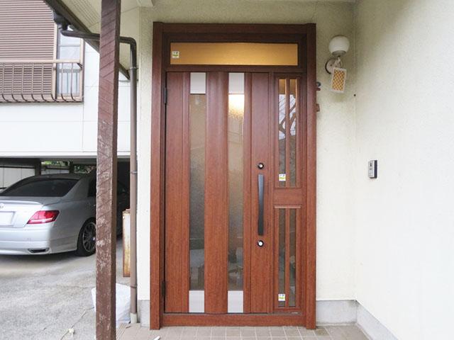 開けにくい玄関ドアもたった1日で交換!玄関ドアリフォーム(横浜市港北区)