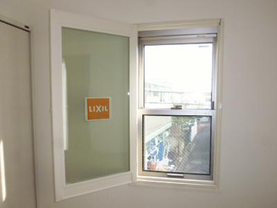 開くタイプの二重窓で寒さ解消!(東京都世田谷区)