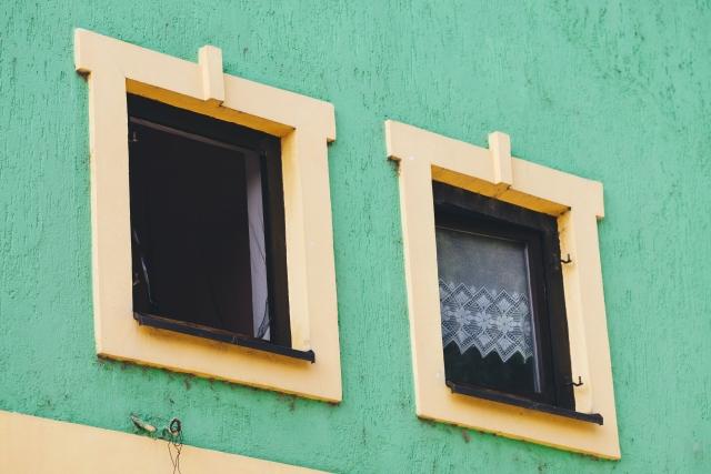 小さい窓に交換するリフォームの効果と費用相場