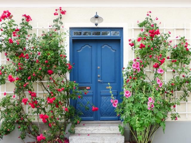 玄関ドアをリフォームする理由とは?東京の事例を参考に考える